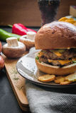 Double hamburger de viande/fromage de double Image libre de droits