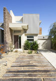 Double maison contemporaine de maison urbaine d'étage images stock