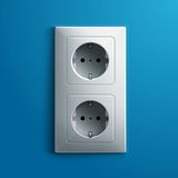 Double prise blanche électrique réaliste sur le bleu Photo stock