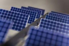 Double série de panneaux solaires photo stock