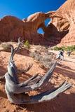 Double traînée de voûte au parc national de voûtes en Utah Etats-Unis photos libres de droits
