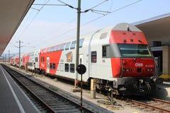 Double train de plate-forme, Westbahnhof, Vienne, Autriche Image libre de droits