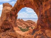 Double voûte d'O, voûtes parc national, Utah, Etats-Unis Photos stock