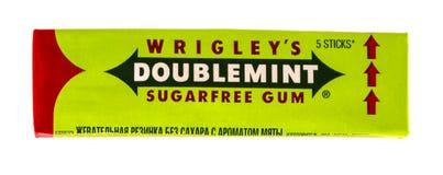 Doublemint kauwgom door Wrigley wordt op wit wordt geïsoleerd gemaakt dat Royalty-vrije Stock Afbeelding