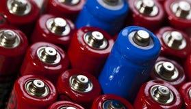 Doubles batteries d'aa sous un angle photographie stock libre de droits
