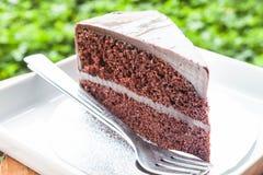 Doubles couches de gâteau de crème anglaise de chocolat Photo libre de droits