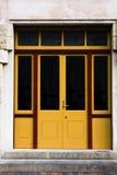 Doubles portes jaunes et en verre Photographie stock