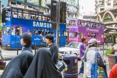 Doubles trams de plate-forme en Hong Kong Images stock