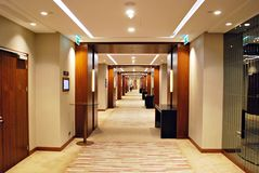 DoubleTree希尔顿 旅馆的现代内部 免版税库存照片