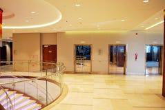 DoubleTree希尔顿 旅馆的现代内部 库存图片