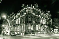 DoubleTree Hilton Hotel & курортом фасадом ночи Стоковое Изображение
