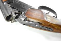 Doublez le fusil de chasse barreled d'isolement au-dessus d'un fond blanc photo stock