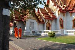 Doublon de moinillons (Wat Benchamabophit -曼谷- Thaïlande) 免版税库存图片