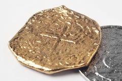 Doublons du 19ème siècle argentés d'or d'isolement sur le blanc Photos stock