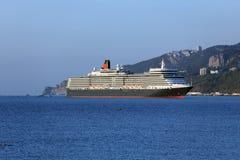 Doublure d'océan de la Reine Elizabeth à Yalta, Ukraine Photos stock