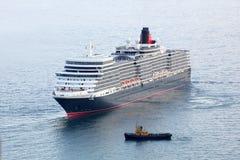 Doublure d'océan de la Reine Elizabeth à Yalta, Ukraine image stock