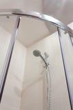Douche dans la salle de bains Photo libre de droits
