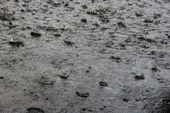 Douche de forte pluie Images libres de droits