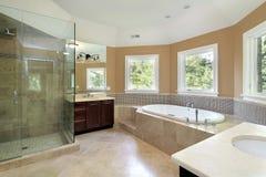 Douche en verre d'iwith de bain principal Image libre de droits