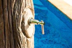 Douche par la piscine Photos libres de droits