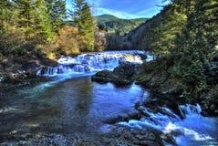 Dougan-Wasserfall lizenzfreie stockfotos