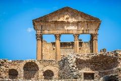 Dougga Roman Ruins: En Unesco-världsarv i Tunisien royaltyfri fotografi