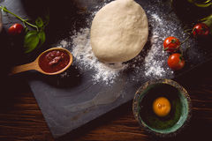 Dough with flour on wooden table, preparing homemade pizza Royalty Free Stock Photos