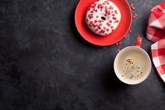 Doughnut και καφές Στοκ φωτογραφίες με δικαίωμα ελεύθερης χρήσης