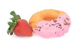 Doughnut και φράουλα Στοκ εικόνα με δικαίωμα ελεύθερης χρήσης