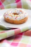 Doughnut σε ένα πιάτο Στοκ φωτογραφίες με δικαίωμα ελεύθερης χρήσης