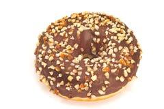 Doughnut τη σοκολάτα και τα τεμαχισμένα αμύγδαλα που απομονώνονται με στο λευκό Στοκ Εικόνες
