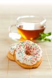 doughnut φλυτζανιών τσάι Στοκ φωτογραφία με δικαίωμα ελεύθερης χρήσης