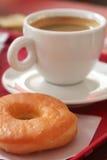 Doughnut en koffie stock fotografie