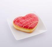 Doughnut, Hart Gevormd Gebakje op achtergrond royalty-vrije stock afbeelding
