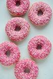 Doughnut Het zoete voedsel van de suikerglazuursuiker Dessert kleurrijke snack Verglaasd bestrooit Behandel van heerlijke de Bakk royalty-vrije stock fotografie