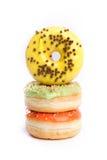 Doughnut op een witte achtergrond wordt geïsoleerd die stock afbeelding