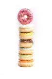 Doughnut op een witte achtergrond wordt geïsoleerd die royalty-vrije stock fotografie