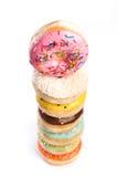 Doughnut op een witte achtergrond wordt geïsoleerd die stock afbeeldingen