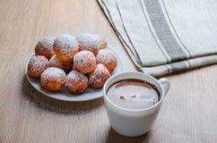 Doughnuts και καφές τυριών στάρπης στοκ εικόνες με δικαίωμα ελεύθερης χρήσης