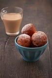 Σπιτικά μίνι doughnuts Στοκ εικόνα με δικαίωμα ελεύθερης χρήσης