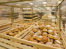 Doughnuts in een kruidenierswinkelopslag Stock Foto's