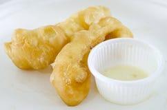 Doughstick frit du plat blanc photos stock