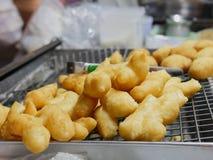 Doughstick fritto in grasso bollente Fotografie Stock