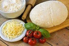Dought для итальянской подготовки пиццы Стоковые Изображения RF