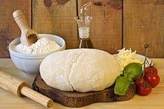 Dought для итальянской подготовки пиццы Стоковое Изображение