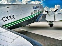 Douglas C-47B Dakota 4 visade på ILA royaltyfria bilder