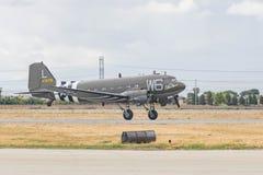 Douglas C-47 Skytrain DC-3 på skärm Royaltyfria Foton