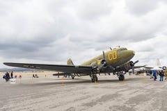Douglas C-47 Skytrain på skärm Arkivfoto