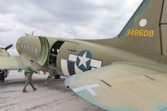 Douglas C-47 Skytrain på skärm Royaltyfria Bilder