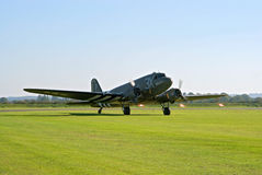 Douglas DC-3 taxis to the flight lane Royalty Free Stock Images